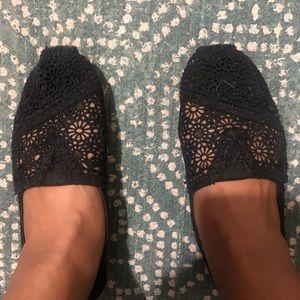 TOMS black floral lace shoes